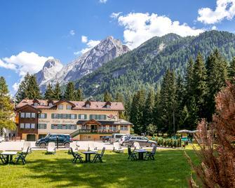 Hotel Villa Rosella - Canazei - Gebäude