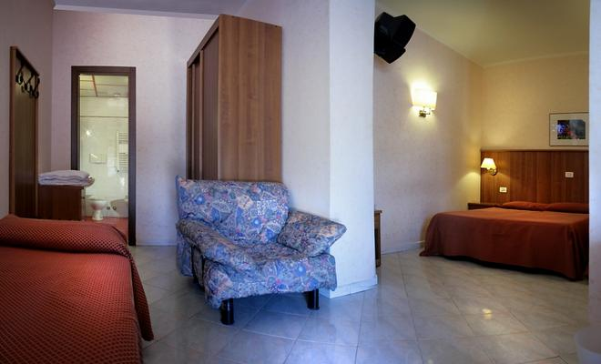 Hotel Salaria - Rome - Living room