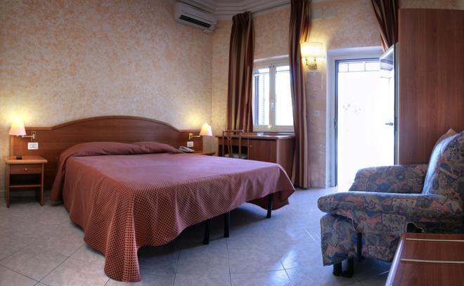 Hotel Salaria - Rome - Bedroom