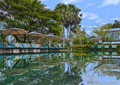 小丘水療酒店 - 暹粒 - 暹粒 - 游泳池