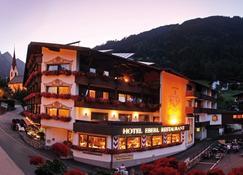 Hotel Eberl - Finkenberg - Rakennus