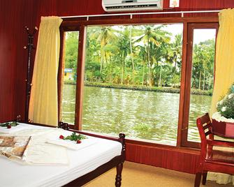 Cosy Houseboats - Alappuzha - Bedroom