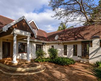 Zesty Guesthouse - Port Edward - Building