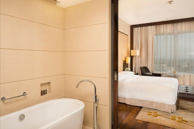 Marriott Kochi Hotel - Kochi - Bathroom