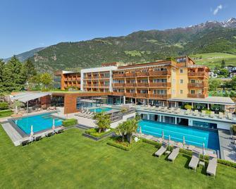 Feldhof DolceVita Resort - Натурно - Building
