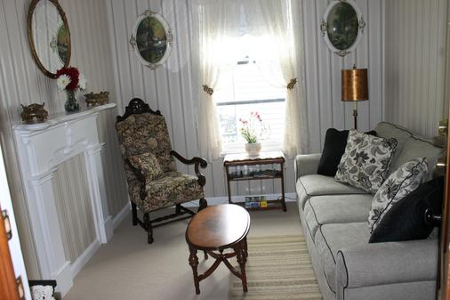 The Harney House Inn - Indianapolis - Living room