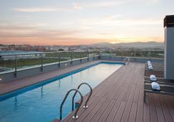 DoubleTree by Hilton Girona - Girona - Πισίνα