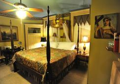 Stay Fairfield - Fairfield Place and Fairfield Manor Bed & Breakfast - Shreveport - Bedroom