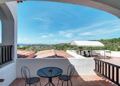โรงแรมลีกรานิตี - Baia Sardinia - ระเบียง