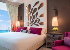 Kimpton Seafire Resort And Spa - West Bay - Bedroom