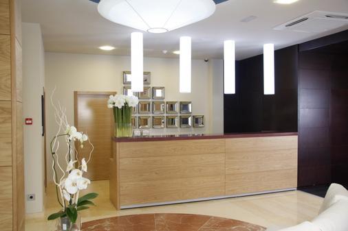 諾拉特樹林溫泉酒店 - 奧格羅韋 - 龐特維德拉 - 櫃檯