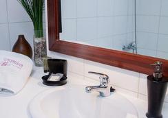 Eco Plaza Santiago - Santiago - Bathroom