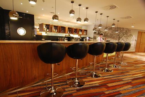 Hilton Garden Inn Rzeszow - Rzeszow - Bar