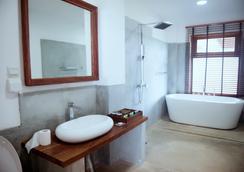 Cardamon Hotel Nilaveli - Trincomalee - Bathroom