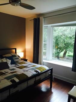 House 5863- Chicago's Premier Bed And Breakfast - Chicago - Bedroom