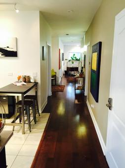 House 5863- Chicago's Premier Bed And Breakfast - Chicago - Hallway
