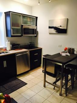 House 5863- Chicago's Premier Bed And Breakfast - Chicago - Kitchen