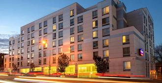 Springhill Suites By Marriott New York Laguardia Airport - Queens - Rakennus