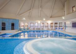 DoubleTree by Hilton Glasgow Westerwood Spa & Golf Resort - Glasgow - Pool