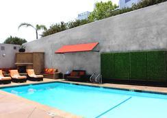洛杉磯美好生活精品酒店 - 洛杉磯 - 洛杉磯 - 游泳池