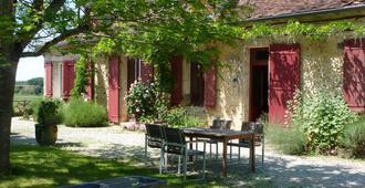 Domaine de Bellevue Cottage, Chambres d'Hôtes - Lembras - Outdoor view