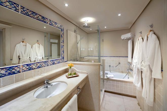 巴塞羅馬貝拉酒店 - 馬貝雅 - 馬貝拉 - 浴室