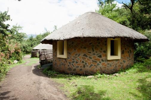 Maliba Lodge Riverside Hut - Butha-Buthe - Building