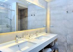 El Avenida Palace - Barcelona - Bathroom
