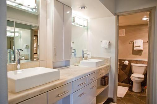 International Hotel and Suites - Palm Desert - Bathroom