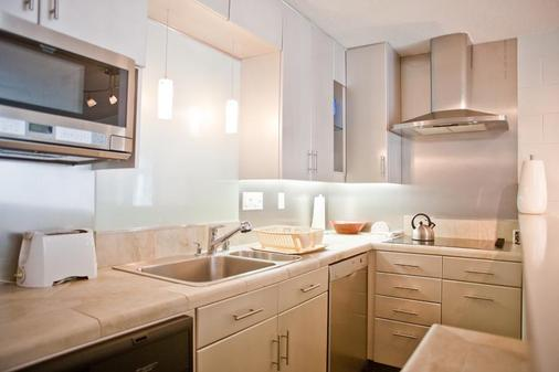 International Hotel and Suites - Palm Desert - Kitchen