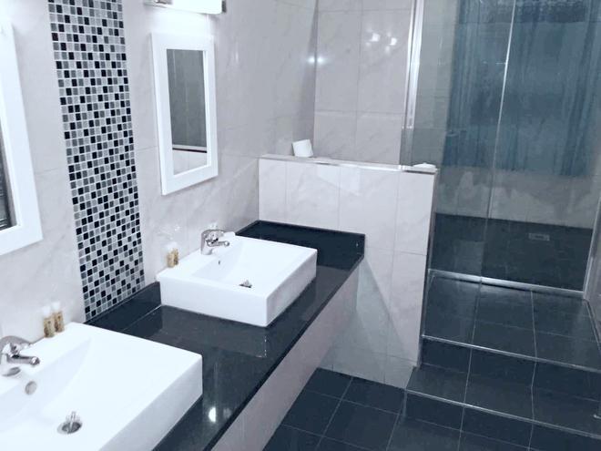 OYO Kingsley Hotel - Bournemouth - Phòng tắm