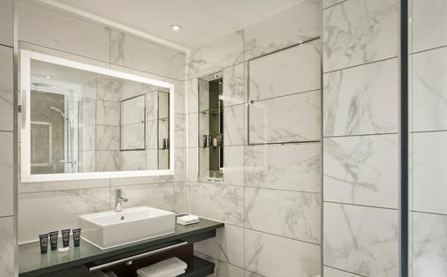 100 Queen's Gate Hotel London, Curio Collection by Hilton - London - Bathroom