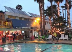 Los Angeles Backpackers Paradise Hostel - Inglewood - Building