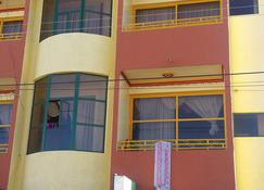 Residencial La Cabaña-Hostel - อูยูนิ - อาคาร