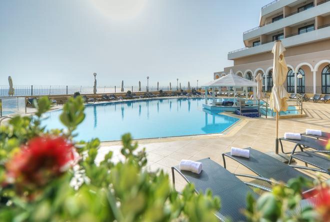 Radisson Blu Resort, Malta St Julian's - St. Julian's - Uima-allas