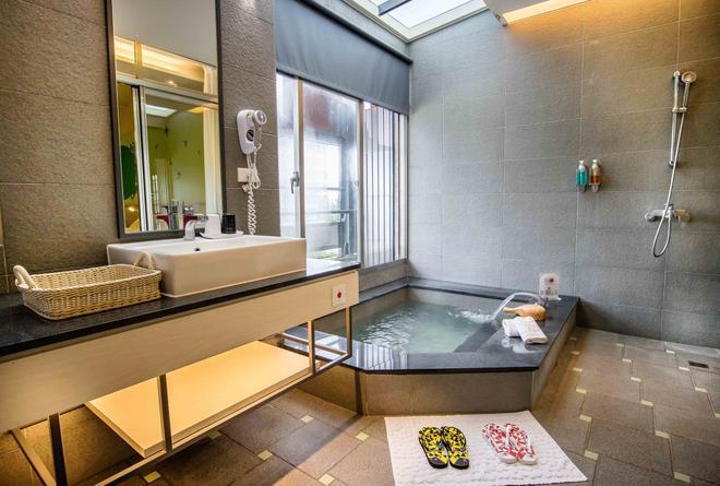 No.9 Hotel - Jiaoxi - Bathroom