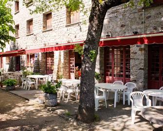Hôtel - Pub Le Petit Bosquet - Venaco - Innenhof