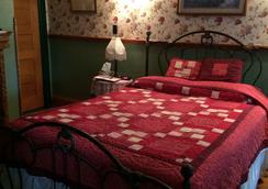 The Harkins House Inn Bed & Breakfast - Caldwell - Bedroom