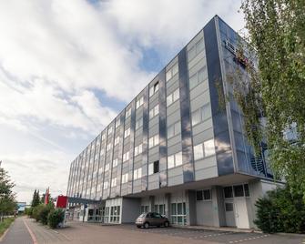 Ramada by Wyndham Hannover - Laatzen - Gebäude