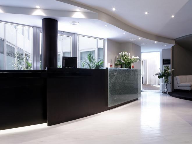 Twentyone Hotel - Rome - Front desk
