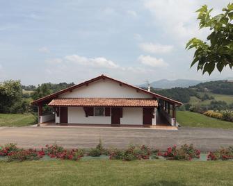 Gite Zazpiak - Saint-Jean-Pied-de-Port - Gebäude