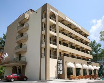 Richmond Hotel - Mamaia - Building