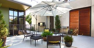 Heywood Hotel - Austin - Patio