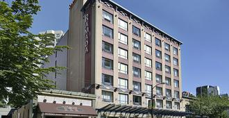 Ramada by Wyndham Vancouver Downtown - Vancouver - Building