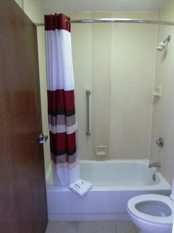 Red Roof Inn & Suites Texarkana - Texarkana - Kylpyhuone
