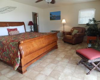 Parmer's Resort - Little Torch Key - Bedroom
