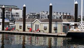 Green Turtle Floating Bed and Breakfast - Boston - Utomhus