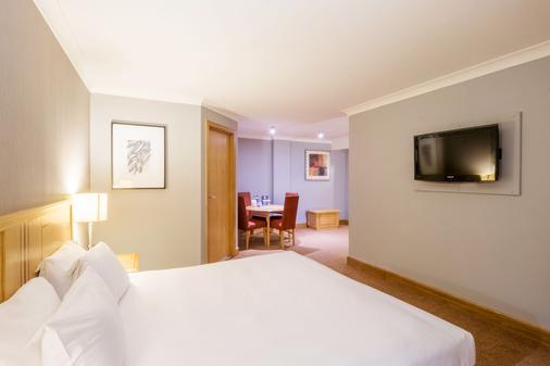 DoubleTree by Hilton Swindon - Swindon - Bedroom