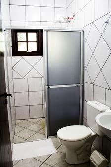 Pousada Recanto Dos Tangaras - Juquei - Bathroom