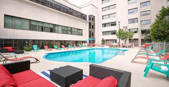 Hotel Universel Montreal - Montreal - Pool